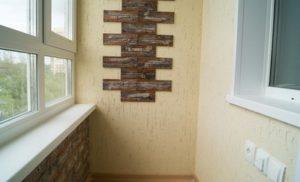 Отделка балкона штукатуркой, камнем, гипсом